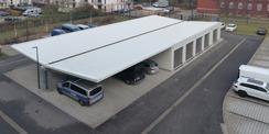 Blick aus dem Obergeschoss auf den Garagen- und Carportkomplex im Hofbereich © 2020 SBL Greifswald