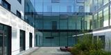 Innenhof mit Begrünung und Aufenthaltszone © 2020 Staatliches Bau- und Liegenschaftsamt Greifswald