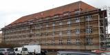während der Sanierung - Gerüst für die Fenster- und Fassadensanierung © 2019 Betrieb für Bau und Liegenschaften Mecklenburg-Vorpommern