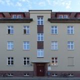 Institutsgebäude Franz-Mehring-Straße 47 - Westfassade mit Haupteingang © 2021 SBL Greifswald
