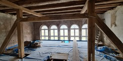 Blick ins Dachgeschoss  hier werden Büroräume entstehen © 2021 SBL Neubrandenburg