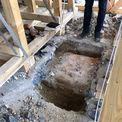 altes Fundament der beim Küchenumbau zurück gebauten Säule der damaligen Laube © 2021 SBL Neubrandenburg