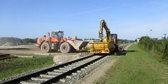 16.09.2019 - Jede Menge Schotter! Erneuerung der Gleise mit schwerem Gerät. © 2021 SBL Rostock