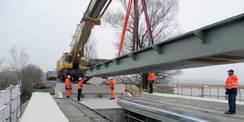 09.11.2020 - Lastenträger! Die Brückenteile werden eingesetzt. © 2021 SBL Rostock