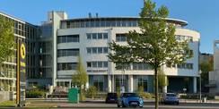 Blick auf die nördliche Fassade des Dienstgebäudes für das Amtsgericht Rostock  das vom SBL Rostock baulich betreut und bewirtschaftet wird. © 2021 SBL Rostock