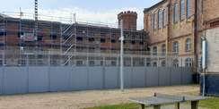Blick auf die eingerüstete Fassade der Nordseite © 2021 SBLK Neubrandenburg