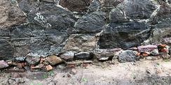 Feuchtigkeitsschäden im vorhandenen Sockelmauerwerk © 2021 SBL Neubrandenburg