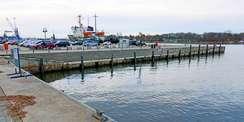 Kempowski-Ufer im Stadthafen Rostock - hier legen Fahrgastschiffe an. © 2021 SBL Rostock