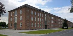 Blick auf die Eingangsseite des sanierten Gebäudes 2 © 2021 SBL Neubrandenburg