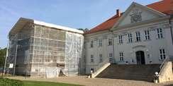 Ansicht des eingerüsteten nördlichen Kavalierhauses © 2021 SBL Schwerin