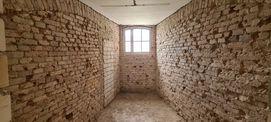 Blick in eine zukünftige Gefängniszelle mit noch nicht erweiterter Fensteröffnung © 2021 SBL Neubrandenburg