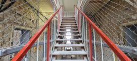 Treppenanlage vom Erdgeschoss ins 1. Obergeschoss © 2021 SBL Neubrandenburg
