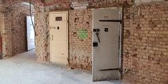 alte Haftraumtüren im Untergeschoss © 2021 SBL Neubrandenburg