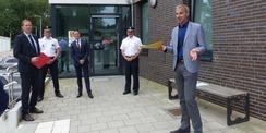 Begrüßung durch den Leiter des Staatlichen Bau- und Liegenschaftsamtes Stephan Aufdermauer (rechts im Bild) © 2021 SBL Greifswald