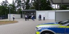 Besichtigung der rückwärtigen Außenanlagen mit Garagen  Carports und Stellplätzen © 2021 SBL Greifswald