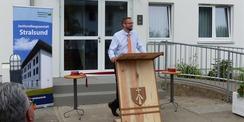 Begrüßung durch den Leiter der JVA Stralsund Karel Gottschall © 2021 SBL Greifswald