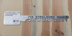 Symbolischer Übergabeschlüssel © 2021 SBL Greifswald