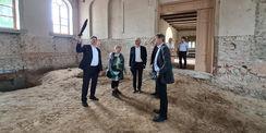 Besichtigung der ehemaligen Reithalle © 2021 SBL Neubrandenburg