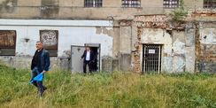 Andreas Butzki und Reinhard Meyer nach der Besichtigung des ehemaligen Gefängnisses © 2021 SBL Neubrandenburg