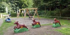 Die Rehe aus dem Altbestand des Spielplatzes wurden überarbeitet. © 2021 SBL Schwerin