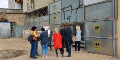 Gesprächsrunde auf der Baustelle © 2021 SBL Schwerin