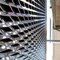 Äußere Verkleidung der Fassade mit Streckmetall. © 2021 SBL Schwerin