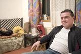 Helmut H. in seinem Zimmer  dass er sich mit zwei weiteren Bewohnern teilt.